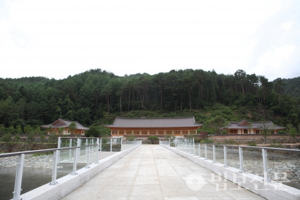 7월28일 개원하는 오대산 자연명상마을 입구 전경.