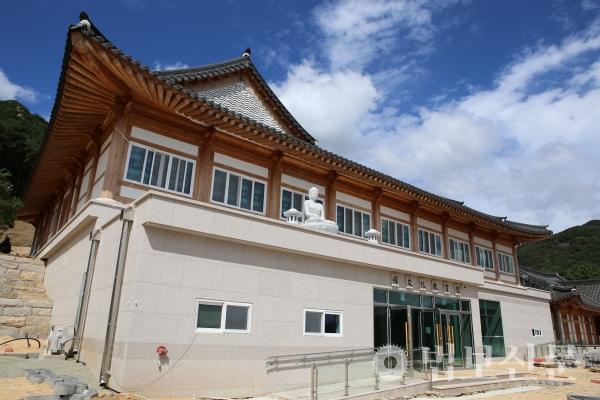 금정총림 범어사가 10월2일 숙원불사인 선문화교육센터를 개관한다. 사진은 선문화교육센터 4개동 가운데 한 곳인 선문화교육관.