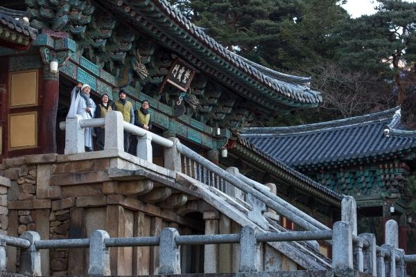 한국불교문화사업단이 전국 50여개 사찰과 함께 기해년을 보내고 경자년을 맞이하는 '겨울 특별 템플스테이'를 선보인다. 한국불교문화사업단 제공